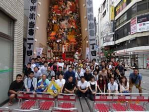 2017 7 8(土)新入社員歓迎会の博多山笠東流れの前で全員で 71名の参加